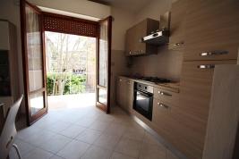 Agenzia_immobiliare_il_molo_Castiglione_della_Pescaia_appartamento_in_affitto_balcone_cucina